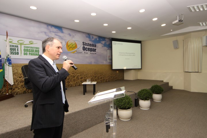 forum financeiro2 17 04 2014