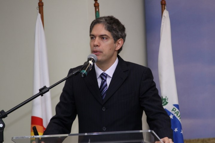Ricardo Amorim em palestra na OCEPAR